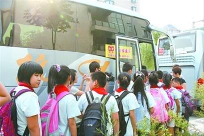 杭州公交小学:小区在教学上车v小学学生(图)学校机器人校车图片