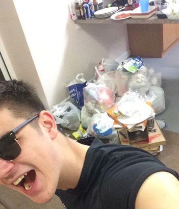 """英国大学生宿舍脏乱不堪 被批""""世界垃圾袋""""图片"""