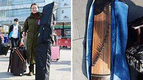 艺考生行囊装了啥:有女生背的乐器比人高