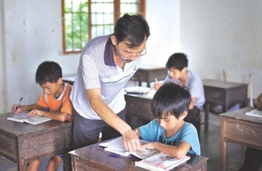 我国农村教师多数出身社会中下层和底层家庭