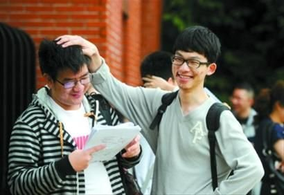 上海高考答卷连夜扫描 成绩26日公布
