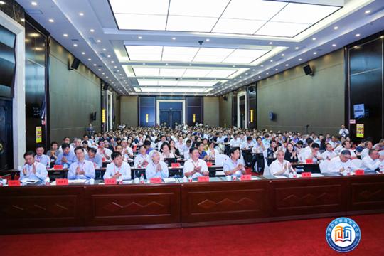 """首届""""中国西部教育发展论坛""""在甘肃天水举行,近千名嘉宾探讨西部教育发展热点、难点问题"""