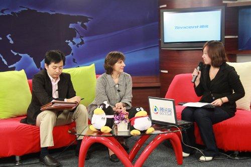 加拿大使馆教育参赞林爱薇女士(中)、加拿大使馆的教育官员张可先生(左)
