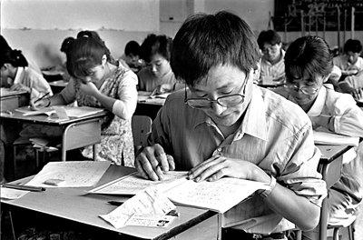 1994年,首届中央国家行政机关公务员录用考试在京开考。新华社资料图片