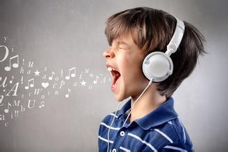 教你如何提高英语听力的技巧:与阅读同时练习