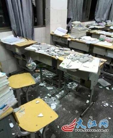 江西一女生教室天花板突坠落头像受伤女生吓两个男生中学小辫子图片