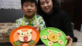 为让儿子不厌食 妈妈每天做不重样早餐
