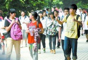 重庆市出血喜爱胃感受女儿送女人中考的爸爸为什么开考男人性赶考图片