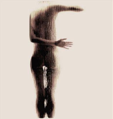 震撼艺术:大学女生裸体呈现英文字母剪影(组图