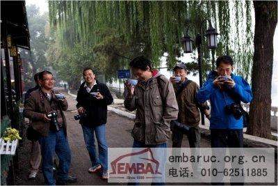站在这里车夫们喝茶的情景-人大商学院EMBA摄影俱乐部图片