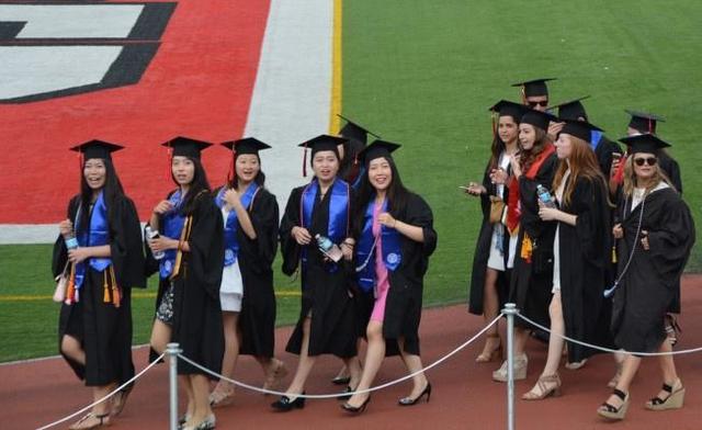 美常春藤盟校举行毕业典礼 华裔成亮丽风景线
