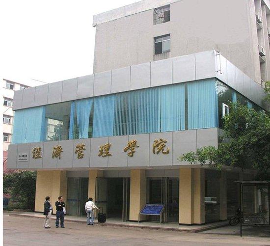 西南大学经济管理学院始建于1952年,全国首批恢复高考(微博)招