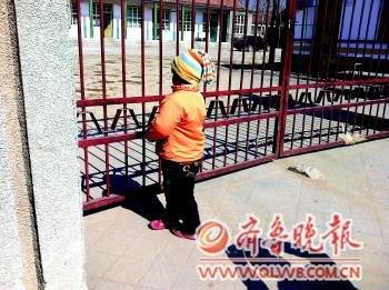 艾滋孤女渴望入学遭拒 家长告诫孩子禁与其玩耍