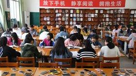 高校办3.5小时无手机纯阅读挑战