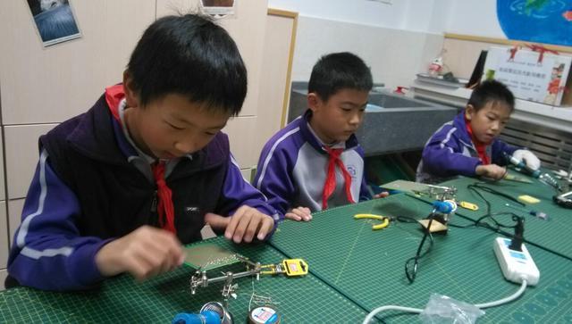 清华附小丁香科技团之少年电子技师社团