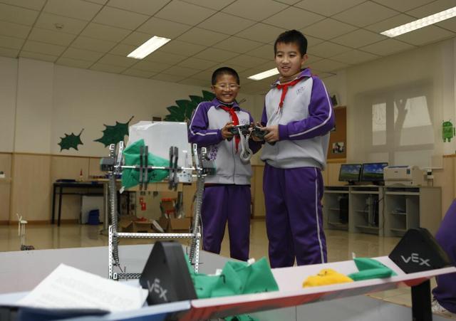 清华附小丁香科技团之机器人社团