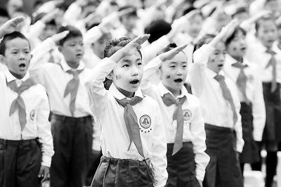 聚焦2015开学季 北京中小学开学第一课致敬英雄