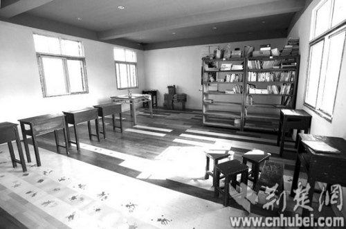 武汉7对父母带孩子回农村 租房种菜自当老师