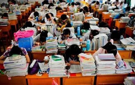 上海初中生学习压力有所减轻 睡眠足的成绩好