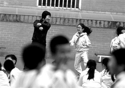 北京一小学课间跳江南Style 称系新操否认追风