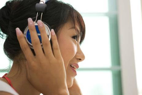超等适用的英语听力高效操练法:学会精听消息