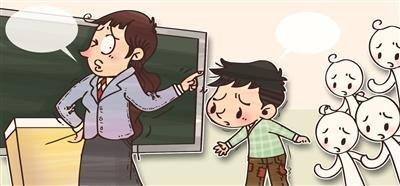 孩子穿打补丁裤子上学 老师:丢学校和班级脸面图片