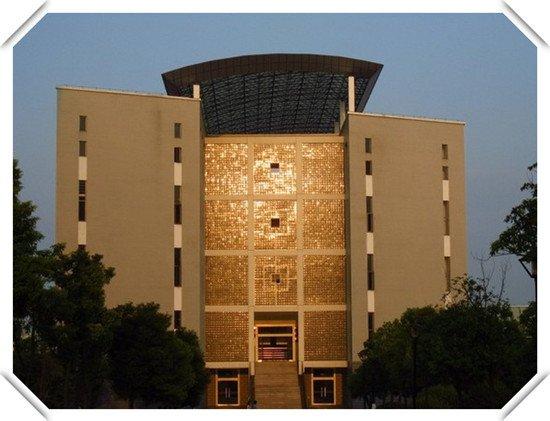 江西财经大学是财政部,教育部和江西省人民政府共同重点建设的高校.
