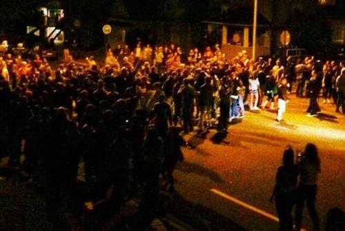 美大学生酒后狂欢引骚乱数人被捕(组图)