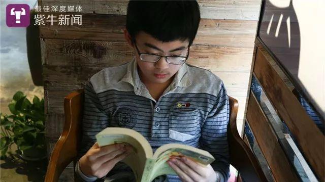 14岁男生参加考研复试表现不错,小学毕业后就在家自学