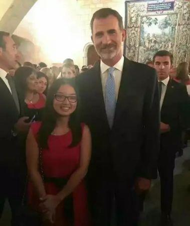 华人女孩喜获西班牙大区高考状元 受王室接见