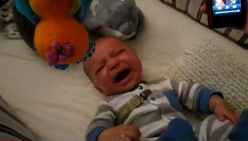 可爱宝宝听 星球大战 主题曲破涕为笑