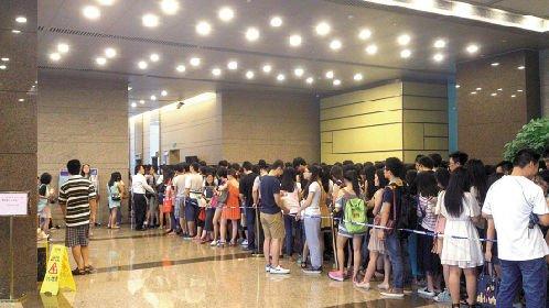 广州注册会计师考试 统考审核考生挤爆电梯