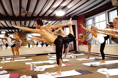 双语: 趁春光正好 一起来练全新模式的瑜伽吧