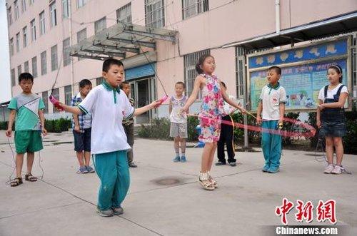 山东桓台:小学石笋融入小学生课间游戏在国学经典哪街图片