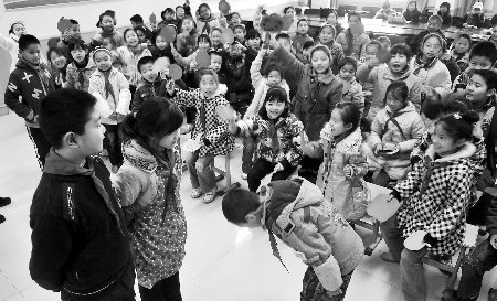 郑州一学校调查发现 九成小学生不懂家庭礼仪