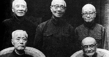 前排从左至右:顾颉刚、王伯祥,后排从左至右:叶圣陶、章元善和俞平伯,1972年摄于叶圣陶寓所