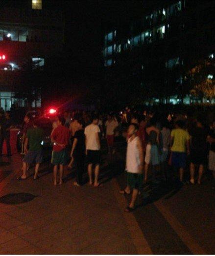 广东一高校学生醉酒闹事 引发两校上百学生对峙