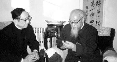 任继愈(左)在北京大学教授冯冯友兰的家
