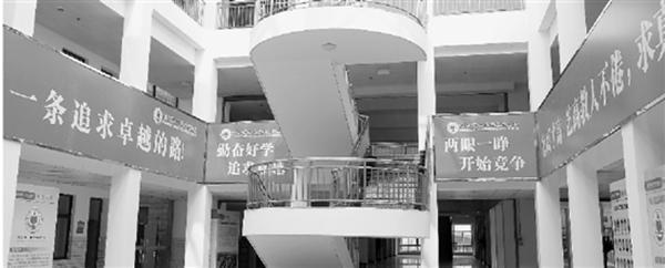 衡中浙江分校首届高中招生90名 校内挂励志标语