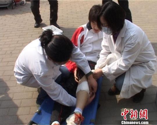 中小学生安全教育日 郑州中学举行逃生演练
