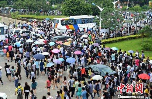 广东公务员热未退 今年约20万人角逐近万个职位