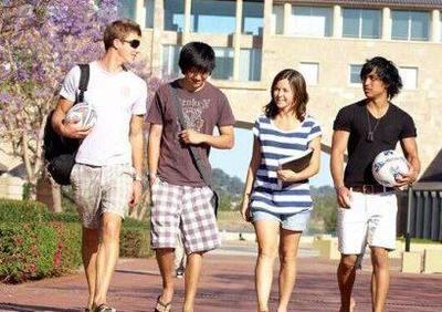 在澳中国留学生暑期将至 中国领馆吁注意出行安全