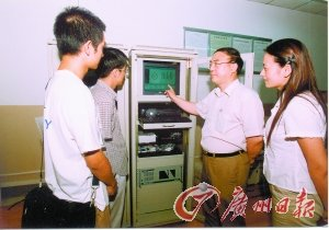 """武汉大学前校长刘经南:""""学生培养出来""""的院士"""