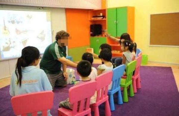少儿英语培训乱象:外教门槛低 试听与正式差别大