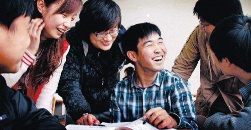 脑瘫少年坚毅考上<a href=http://www.555edu.com/zt/gaoxiao/ target=_blank class=infotextkey>大学</a> 腿脚不便仍坚持军训