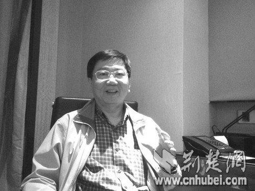 台湾数学博士抛奇论:万有引力可永动发电
