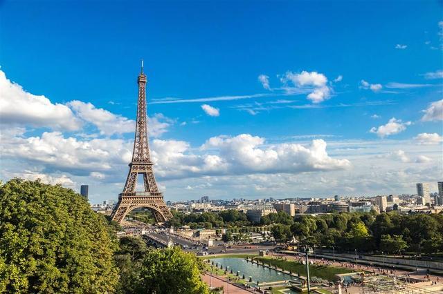 法国政府公布高校教育改革新政 民众褒贬不一