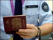 英国每月千余留学生缺勤 留学签证滥用严重