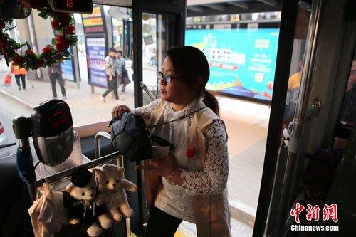 郑州公交开通防狼女性专车 司机也为女性