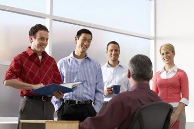 读 经济衰退让老板和员工走得更近
